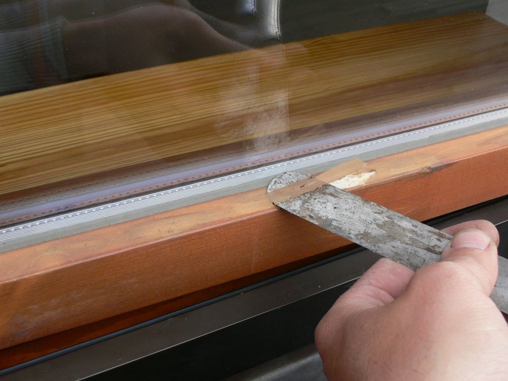 Oprava poškozeného laku a montáž přídavných okapniček